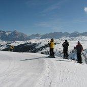 D-4069-Skigebiet-Sellaronda-Sellarunde-stazione-a-monte-Bec-De-Roces-vista-su-San-Cassiano.JPG