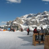 D-4551-Skigebiet-Sellaronda-Sellarunde-Groeden-Rifugio-Comici.JPG