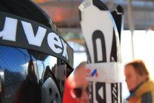 Wintersport -> Skibus, Skihelm mit Ski 2011