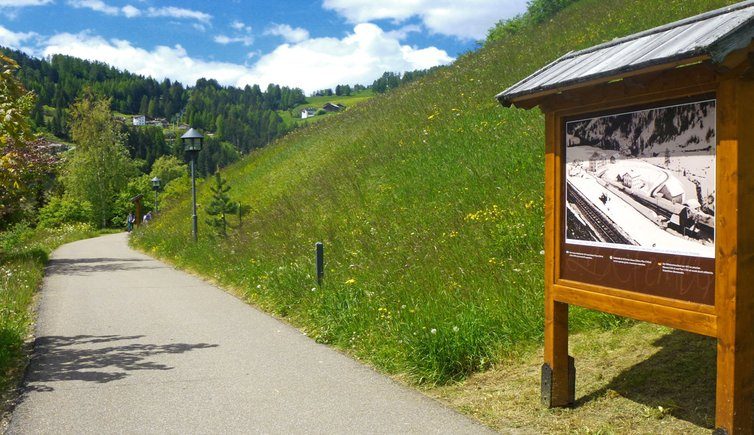 Spaziergang am Bahnweg, Foto: TV Gröden Val Gardena